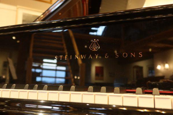 SteinwayM235986-fallboard